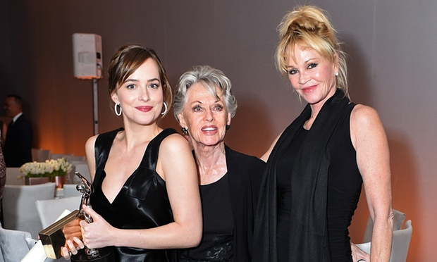 Foto: Dakota Johnson, Melanie Griffith e Tippi Hendren (Stefanie Keenan/Getty Images, via: The Guardian