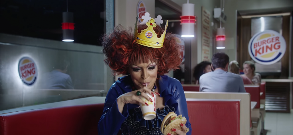 A drag queen Anny B é a estrela do novo comercial do Burger King