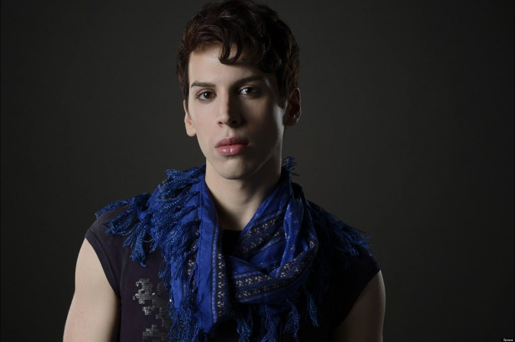 "Jordan Gavaris, da série ""Orphan Black"", assume que é gay"