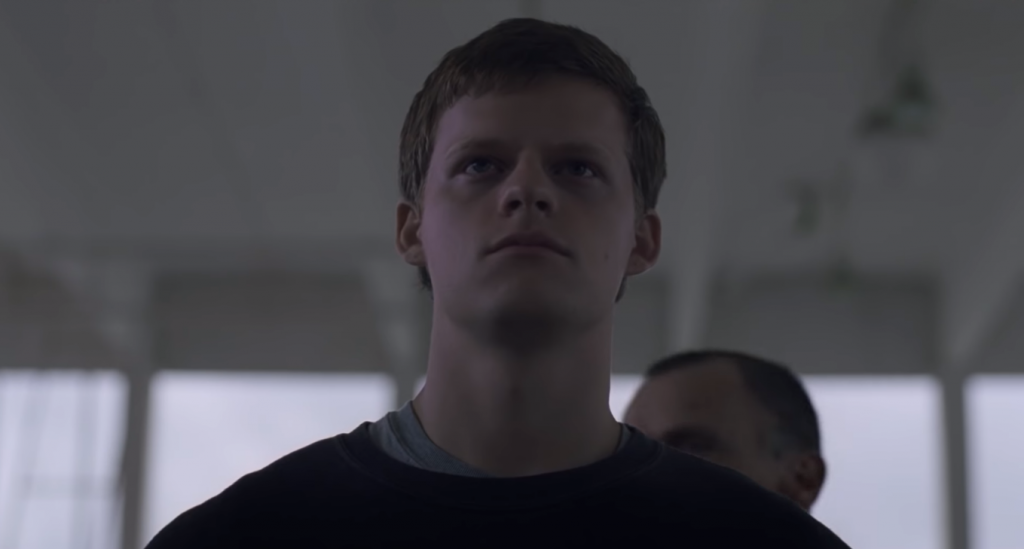"Lucas Hedges é mandado para a 'cura gay' no trailer de ""Boy Erased"""